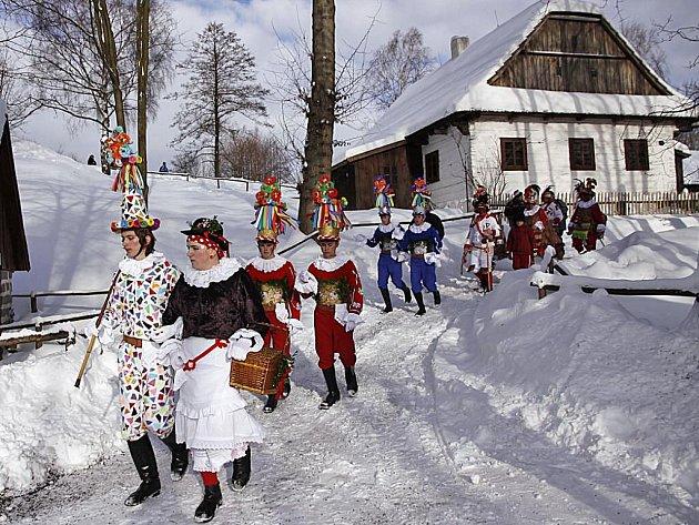 Tradiční masopustní obchůzka ve skanzenu na Veselém Kopci.