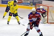 Hlinečtí hokejisté v souboji s HC Spartak Choceň.