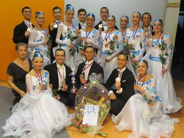 Na Mistrovství ČR v rámci Mezinárodního tanečního festivalu v Ústí nad Labem se tanečníci TKG Hlinsko blýskli výbornými výkony