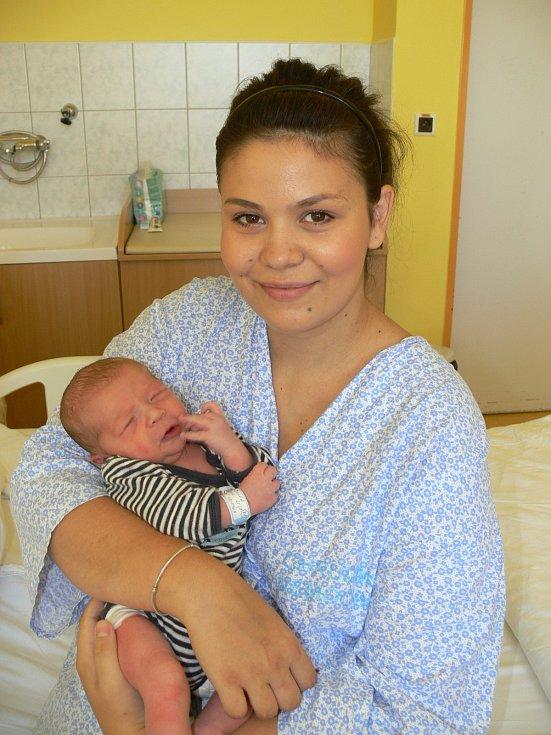 DAVID BULVA (3,29 kg a 51 cm) je od 22.6. od 21:37 jméno prvního miminka Kristýny a Davida ze Slatiňan.