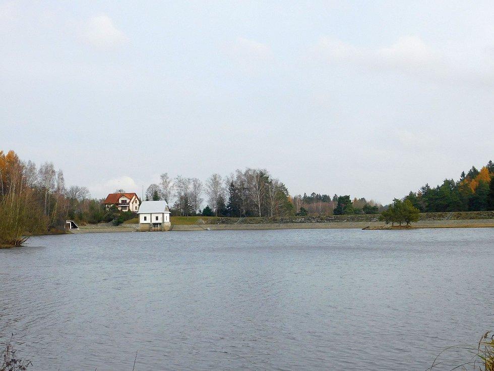 Kolem hamerské přehrady.