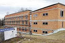 Stavba Domu na půli cesty v Chrudimi.