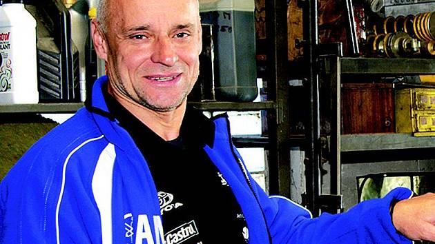 Závodník Josef Macháček.