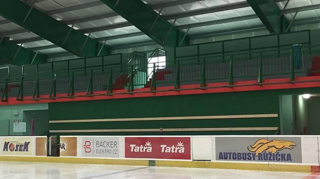 Dostavěný zimní stadion v Hlinsku.