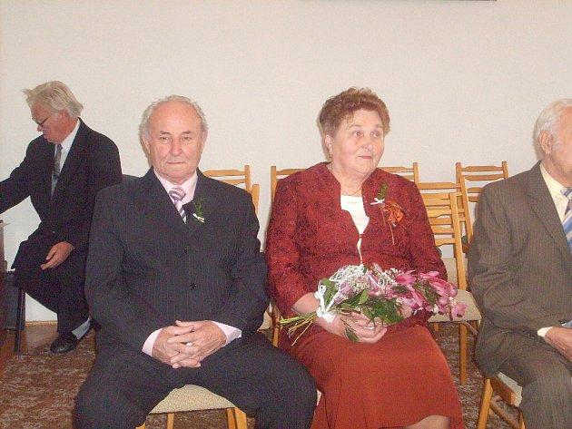 V obřadní síni zaječického obecního úřadu oslavily zlatou svatbu Josefa a Ladislav Lupoměstských a Eva a Jan Vavřinovi, ale i Hana a Miroslav Slavíkovi.