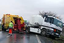 Dopravní nehoda palivové cisterny u Medlešic.