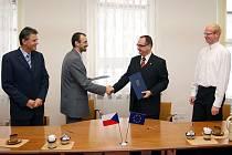 Vicehejtman kraje Roman Línek podepsal na chrudimské radnici smlouvu o čerpání o čerpání evropských dotací.