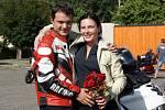 Jiří Pazdera požádal svou přítelkyni Karolínu Batkovou o ruku během motorkářské vyjížďky.