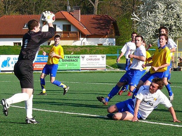 Fotbalové utkání I. B třídy AFK Chrudim B - Třemošnice rozhodl jediný gól hostujícího Ondřeje Vančury.