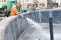 Do kašny na Resselově náměstí se vejde obsah pěti cisteren naplněných vodou.