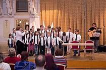 Slavnostní odpoledne pro dárce krve zpestřilo vystoupení pěveckého sboru Klíčenky.