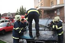 Hasiči zasahovali ve středu 17. dubna v rozmezí několika málo minut na Chrudimsku hned u dvou požárů automobilů. Ve Skutči na parkovišti před hudební školou začalo hořet vozidlo Peugeot 806. Příčinou obou požárů byla závada na elektroinstalaci.