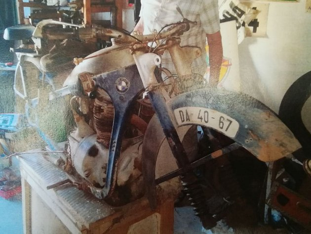Ukradená kostra motocyklu.