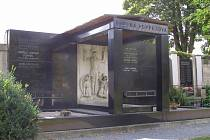 Popperova hrobka na chrudimském hřbitově U Kříže.