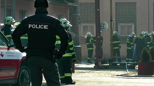 Centrum Chrudimi ohrožoval v pondělí dopoledne požár svářecí soustavy.