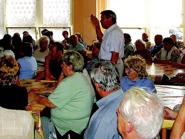 Lidé debatovali o humanizaci sídliště.