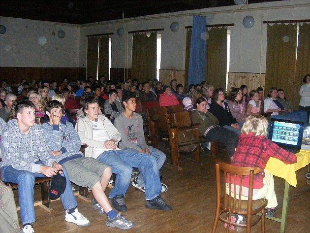 Dostavili se nejen prosečští školáci, hodinová prezentace zajímala mnoho lidí.