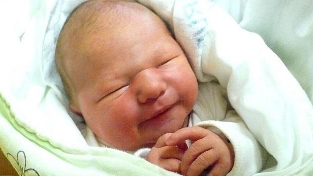 SOFIE HLAVÁČKOVÁ. Dana a Michal z Trojovic zvládli společnou premiéru na porodním sále 9. ledna ve 13 hodin na jedničku. Odměnou jim byla dcerka s mírami 3,22 kilogramu a 51 centimetrů.