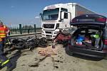 Havárie způsobila pět zranění včetně těch vážných.