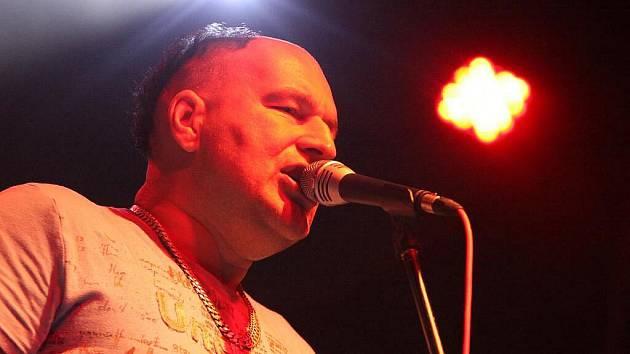 Léto s Rychtářem v Hlinsku pokračovalo oblíbeným koncertem kapely Tři Sestry.