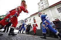 Masopustní masky na Poděbradově náměstí.