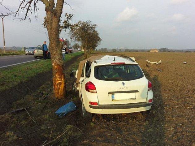 V úterý 7. října v 7.46 hodin havaroval na silnici u obce Kočí řidič s osobním automobilem Renault Clio. Boční náraz do stromu nepřežil.