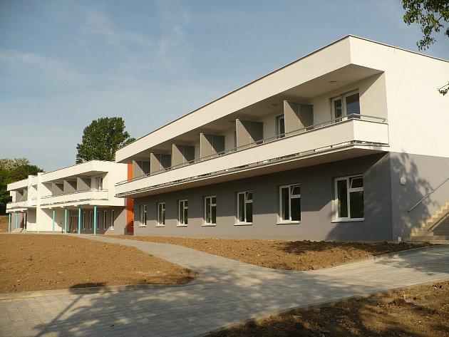 Stavba chrudimského hospice pro Pardubický kraj byla zkolaudována 21. května. Její otevření je plánováno na říjen 2009.