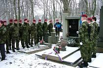 Vojáci si připomněli 71. výročí seskoku paradesantní skupiny Platinum Pewter.