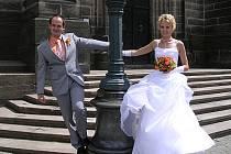 Novomanželé Kropáčkovi.