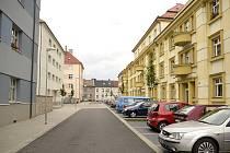 Lokalita pod nádražím. S opravou domů a ulic tu městu významně pomohly evropské dotace.