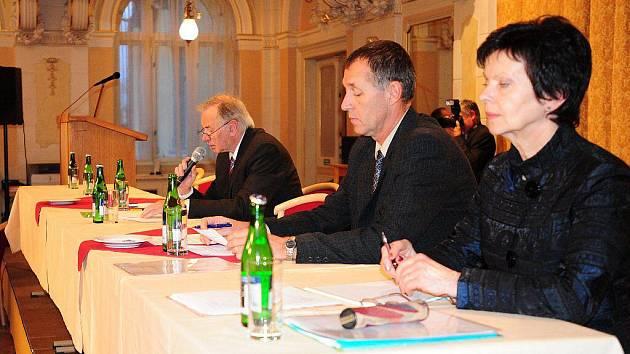 Nově zvolení chrudimští zastupitelé na ustavujícím zasedání v pátek 12. listopadu městskou radu nezvolili.