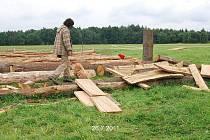 V Nasavrkách pokračují práce na stavbě keltského archeoskanzenu.