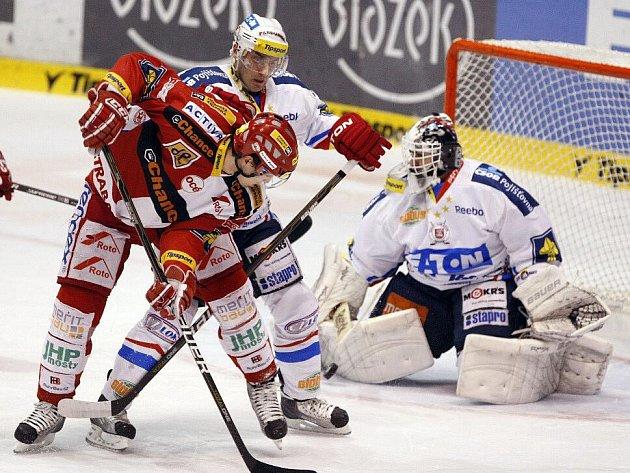 V dalším utkání hokejové extraligy prohrál pardubický Eaton doma se Slavií Praha 1:3.
