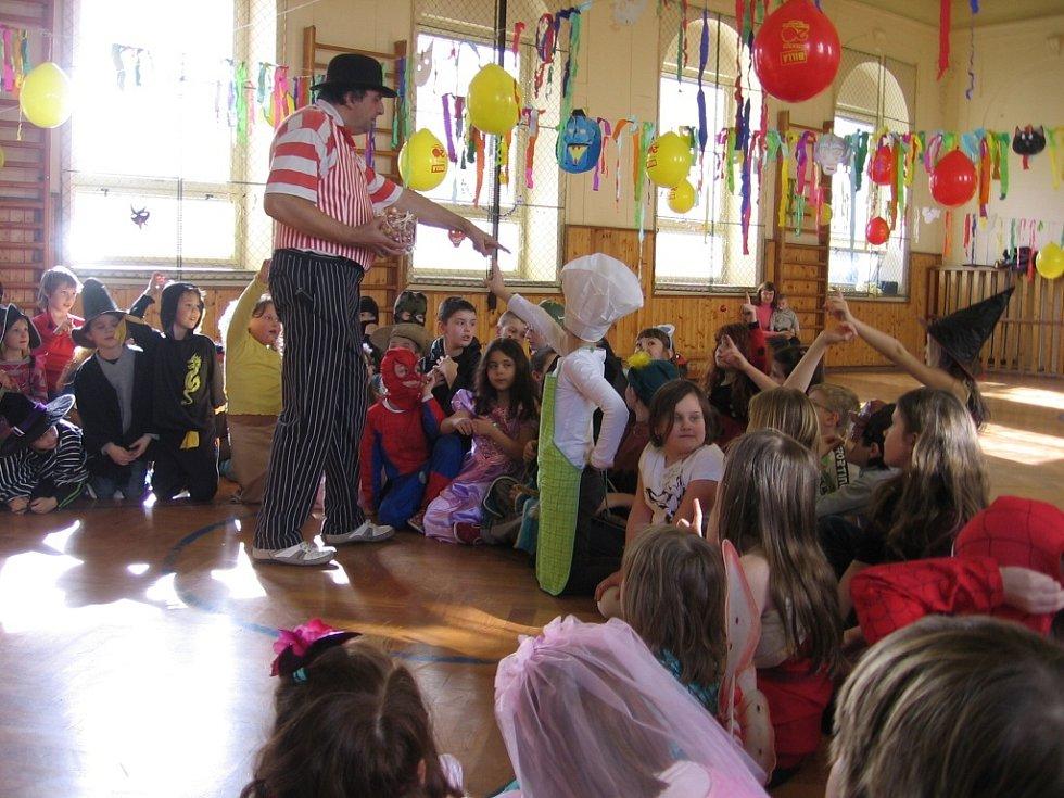 Tradiční karneval ve školní družině při ZŠ Školní náměstí.