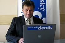 Prezident Era-Packu Chrudim František Tichý při on-line rozhovoru v redakci Chrudimského deníku.