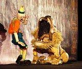 Hlavně děti si chtěly dřevěné postavy prohlédnout pořádně zblízka.