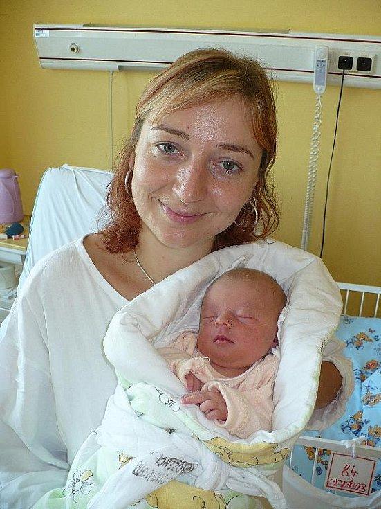 AMÁLIE ABREŠKOVÁ. Tahle 3,06 kilogramu vážící a 50 centimetrů měřící slečna je prvním dítkem Moniky a Jiřího Abreškových z Choltic. Oba rodiče jsi společně na porodním sále uvítali 26. srpna ve 14 hodin.