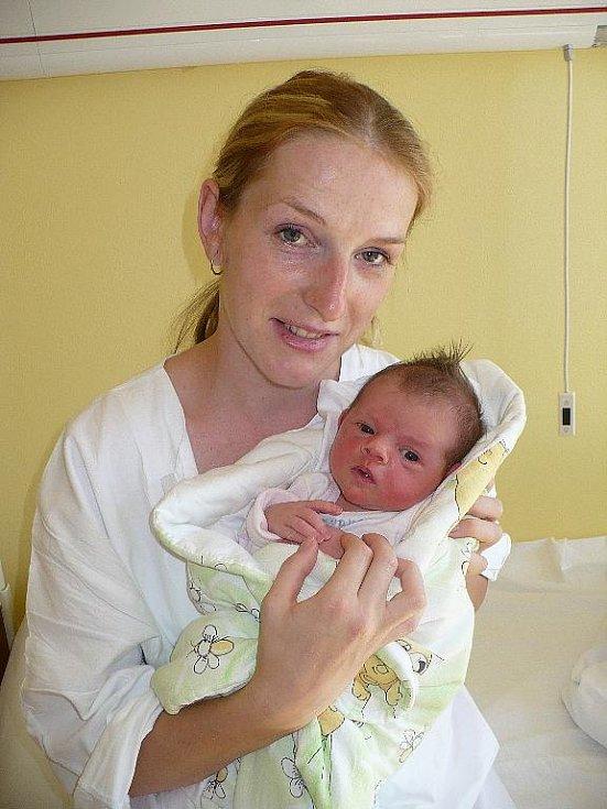 NELA ADÁMKOVÁ. Vstoupila do života svých rodičů z Běstviny dne 29. srpna deset minut před 11. hodinou. S sebou si přinesla míry 3,45 kilogramu a 49 centimetrů. Maminka Zuzana Adámková se mohla při porodu spolehnout na pomoc a podporu manžela Jaromíra.