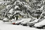 SOBOTA. Boj se sněhem byl v Hlinsku věčný. Během pár hodin sněžení se mohlo začít nanovo.