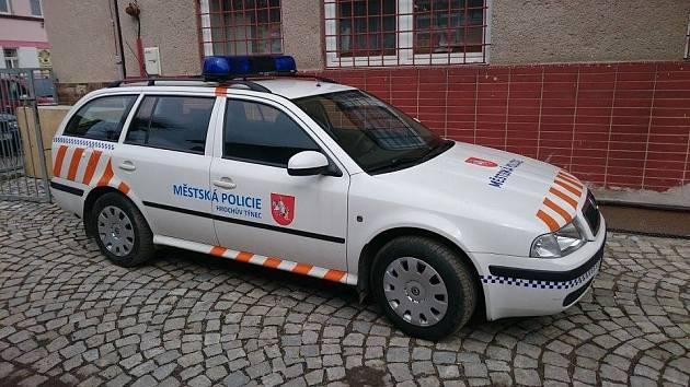 Služební vůz Městské policie Hrochův Týnec se po celý týden nezastaví.