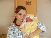 SABINKA BEDNÁŘOVÁ (2,48 kg a 48 cm) si pro svůj příchod k rodičům Františkovi a Elišce ze Skutče a 7leté sestře Tereze vybrala datum 9.11. ve 3:11.
