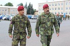 Z návštěvy generála Opaty u chrudimských výsadkářů