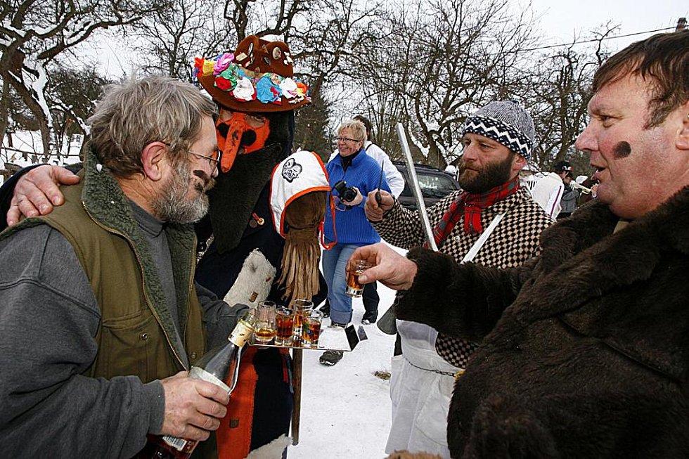 Masopustní průvod ve Včelákově v únoru 2010.