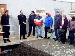 V novém domě se šestnácti chráněnými byty budou žít senioři a zdravotně postižení lidé z Proseče a jejích místních částí.