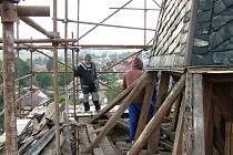 Kostel sv. Bartoloměje v Bítovanech při rekonstrukci.