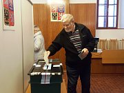Reportér deníku byl u toho, když do urny v Seči spadl první volební lístek.