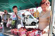 Lidé si koupi jahod dlouho nerozmýšleli.