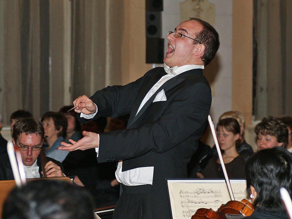 Další hudební lahůdkou v rámci chrudimského Roku hudby byl koncert Plzeňské filharmonie ve Velkém sále Muzea.