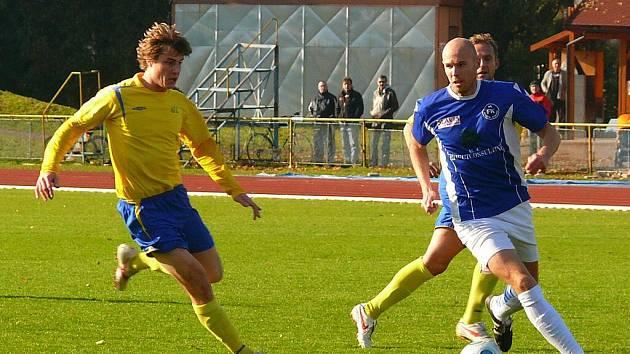 Z fotbalového divizního utkání AFK Chrudim – FK Pěnčín-Turnov 0:1.