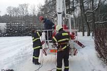 Pětatřicet velitelů ze sborů dobrovolných hasičů z Pardubického kraje po dva víkendy absolvovalo odborné proškolení v Horním Jelení.